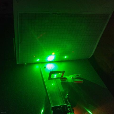 Imaxe 2. Comparación difracción láser vermello e verde